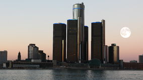 pleine lune de 4K UltraHD au-dessus de Detroit, Michigan banque de vidéos