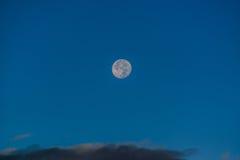Pleine lune sur le lac Photo libre de droits