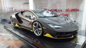 Pleine voiture modèle d'échelle de carbone de Lamborghini Centenario Images stock