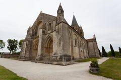 Pleine vue de côté d'église d'Aulnay de Saintonge Photo stock