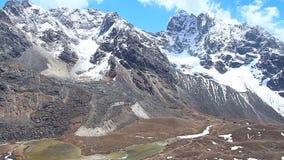 Pleine vue de HD de l'Himalaya de l'Himalaya de montagnes banque de vidéos