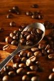 Pleins grains de café rôtis frais Images libres de droits