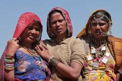 Plemienne kobiety ubierali up w tradycyjnym Rajasthani kostiumu Obrazy Stock