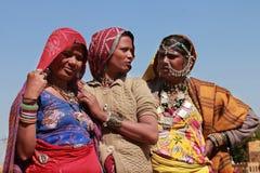 Plemienne kobiety ubierali up w tradycyjnym Rajasthani kostiumu Obraz Stock
