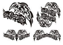 Plemienni kruków symbole na gałąź Zdjęcie Royalty Free