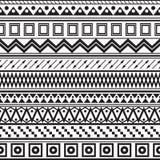 Plemienny pasiasty bezszwowy wzór. ilustracji