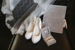 Plenerowa ślubna ceremonia w lecie na brzeg jachtu klub zdjęcie royalty free