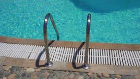 Plenerowa pływackiego basenu drabina zbiory wideo