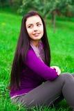 Plenerowa piękna młoda kobieta zdjęcia stock