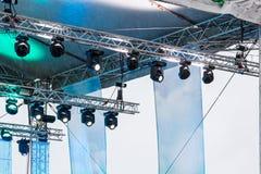 Plenerowa scena z światłami reflektorów i ekranami Zdjęcia Stock