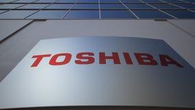 Plenerowa signage deska z Toshiba Corporation logem zbudować nowoczesnego urzędu Redakcyjny 3D rendering Zdjęcia Royalty Free