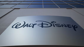 Plenerowa signage deska z Walt Disney Obrazuje loga zbudować nowoczesnego urzędu Redakcyjny 3D rendering Zdjęcia Stock