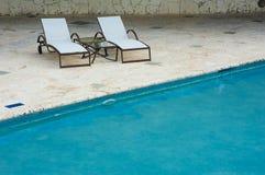 Plenerowego kurortu basenu Pływacki basen luksusowy hotel. Pływacki basen w luksusowym kurorcie blisko morza. Tropikalny raj. Pływ Zdjęcie Stock