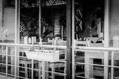 Plenerowi restauracja stoły, krzesła I Fotografia Royalty Free