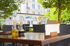 Plenerowy bar dla przekąski wzdłuż Ljubljanica rzeki w Ljubljana Eu Obraz Royalty Free