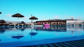 Plenerowy basen luksusowy kurort podczas wschód słońca zbiory