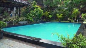 Plenerowy basen w hotelu zbiory wideo