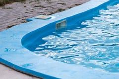 Plenerowy basen z błękitne wody Zdjęcia Stock