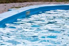 Plenerowy basen z błękitne wody Fotografia Stock