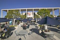 Plenerowy cafï ¿ ½ przy Dorothy Chandler pawilonem, W centrum Los Angeles, Kalifornia obraz stock