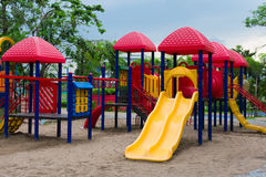 Plenerowy gracz dla dzieci przy boiskiem w parku Obrazy Stock