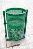 Plenerowy kosz w zielonym kolorze Fotografia Royalty Free