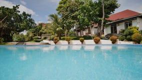 Plenerowy pływacki basen w egzotycznym kraju Odtwarzanie blisko oceanu Filipiny zbiory