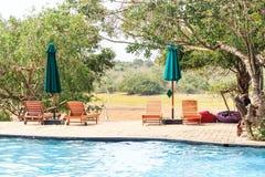 Plenerowy pływacki basen w luksusowym egzotycznym hotelu obrazy royalty free
