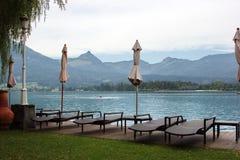 Plenerowy podwórze kurort na brzeg jeziora St Wolfgang, Austria zdjęcie stock