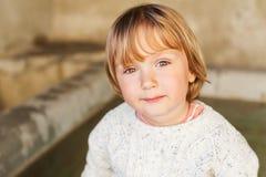 Plenerowy portret śliczna chłopiec Obrazy Stock