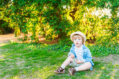 Plenerowy portret śliczna chłopiec Fotografia Stock