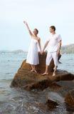 Romantyczna para przy plażą Obrazy Royalty Free