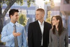 Plenerowy portret szczęśliwi biznesmeni Zdjęcie Stock