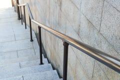 Plenerowy stalowy poręcz z schodkiem nowoczesna architektura zdjęcia stock