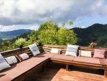 Plenerowy żywy pokój lub balkon z poduszkami Obrazy Stock
