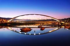 Plentzia γέφυρα τη νύχτα με τις αντανακλάσεις νερού Στοκ φωτογραφία με δικαίωμα ελεύθερης χρήσης