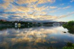Plentzia ποταμός με τις αντανακλάσεις σύννεφων Στοκ φωτογραφία με δικαίωμα ελεύθερης χρήσης