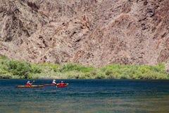 Pleople kayaking nell'idromele del lago, Arizona Fotografia Stock Libera da Diritti
