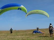 PLERIN_FRANCE 02 APRIL, 2017: paragliding i Plerin i Brittany Arkivfoton