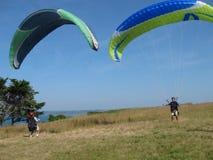 PLERIN_FRANCE 02 APRIL, 2017: paragliding i Plerin i Brittany Arkivbild