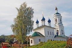 Ples镇,俄罗斯看法  圣徒巴巴拉教会 免版税库存照片