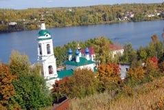 Ples镇,俄罗斯看法  圣徒巴巴拉教会 库存图片