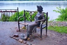 Ples, Rusia En el terraplén del Volga ` Residente del verano de la muchacha del ` Anillo de oro de Rusia Imagen de archivo