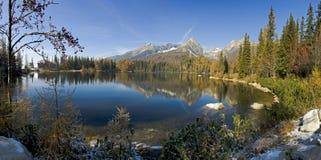 Pleso de Strbske - lac haut Tatras - en Slovaquie Photos stock