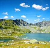 Pleso Hincovo λιμνών βουνών σε υψηλό Tatras Στοκ Φωτογραφία