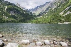 pleso Moraine-arginato di Popradske del lago, natura stupefacente, alte montagne di Tatra, Slovacchia Immagini Stock Libere da Diritti
