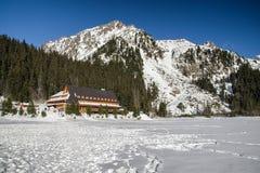Pleso Popradske ξενοδοχείων βουνών στα υψηλά βουνά Tatras, Slovaki Στοκ Εικόνες