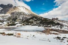 Pleso Skalnate, λίμνη στα υψηλά βουνά Tatras, Σλοβακία Στοκ Εικόνα
