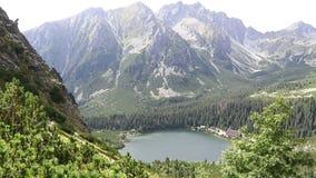 Pleso van meerpopradske in Hoge Tatras, Slowakije stock footage