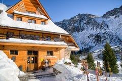 Pleso van Popradske van het berghotel in Hoge Tatras-bergen, Slovaki Stock Fotografie